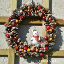 """""""Vidám hóember"""" ajtódísz, kopogtató  , Dekoráció, Otthon, lakberendezés, Ünnepi dekoráció, Virágkötés, 20 cm-es drót alapra ragasztottam  terméseket, bogyókat, karácsonyi gömböket, kerámia hóemberkével ..., Meska"""