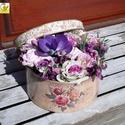 Egy vintage doboznyi virág lila színben - anyák napjára, Esküvő, Otthon, lakberendezés, Ruha, divat, cipő, Esküvői csokor, Virágkötés, Rózsás vintage dobozkába teles-tele tartós virágokat tettem. Selyem rózsák, habrózsák, kézzel készü..., Meska