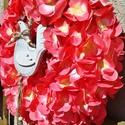 Korall színű hortenziakoszorú , Dekoráció, Esküvő, Otthon, lakberendezés, Ünnepi dekoráció, Mindenmás, Virágkötés, Korall színű hortenzia fejekből,  készült ez az ajtódíszem. Fából készült kakas lett a díszítése ....., Meska
