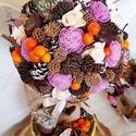 Tavaszváró gömb fácska, Dekoráció, Otthon, lakberendezés, Ünnepi dekoráció, Dísz, Mindenmás, Virágkötés, Hungarocell gömböt ragasztottam mohalapokkal - amit őszi termésekkel, bogyókkal és ming rózsákkal r..., Meska