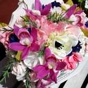 Lila orchideás vintage, shabby kosárka, Dekoráció, Esküvő, Otthon, lakberendezés, Dísz, Virágkötés, Lila latex orchideák, buja rózsaszín és krém színű selyem és habvirágok ölelésében - fali kosárkába..., Meska