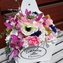 Lila orchideás vintage, shabby kosárka, Dekoráció, Esküvő, Otthon, lakberendezés, Dísz, Lila latex orchideák, buja rózsaszín és krém színű selyem és habvirágok ölelésében - fali kosárkába ..., Meska