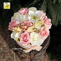 Tavaszi rózsaszín virágdoboz - babváró asztali dísz, Dekoráció, Esküvő, Húsvéti apróságok, Vintage rózsaszín színű kalapdobozkába fehér és világos rózsaszín habrózsákat, selyem virágokat ülte..., Meska