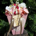 Táskacsokor - romantikus rózsaszín hangulatban, Dekoráció, Esküv?, Mindenmás, Esküv?i csokor, Fa alapanyagból készült táska formát oázissal tömtem ki - majd szép kivitel? selyem virágokkal, ming..., Meska