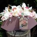 Asztali dísz táskában - nagy méretben, puder rózsaszín színben, Dekoráció, Esküvő, Mindenmás, Esküvői csokor, Virágkötés, Fa alapanyagból készült táska formát oázissal tömtem ki - majd szép kivitelű selyem virágokkal,  ha..., Meska