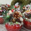 Karácsonyi kis kaspó - klasszikus színekben, Dekoráció, Otthon, lakberendezés, Karácsonyi, adventi apróságok, Ünnepi dekoráció, 6x6 -os gyöngyház színű porcelán vázába karácsonyi hangulatú termeseket - ágakat ültettem.  A kész d..., Meska