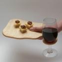 Borosüveg mécses + boros pohár tartós deszka, Otthon, lakberendezés, Konyhafelszerelés, Gyertya, mécses, gyertyatartó, Tálca, Újrahasznosított alapanyagból készült termékek, Famegmunkálás, Ez alkalommal egy ajándékcsomagot kínálunk, de nemcsak a borkedvelőknek! A csomag egy borosüvegből ..., Meska
