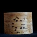 Mécsestartó fából hangjegyes mintával , Otthon, lakberendezés, Dekoráció, Gyertya, mécses, gyertyatartó, Dísz, Famegmunkálás, Íme egy újabb hangjegyes mintájú mécsestartó. Ezúttal is a zene kedvelőire gondoltunk! :-))  Ennek a..., Meska