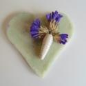 Vintage köszönőajándék, Esküvő, Meghívó, ültetőkártya, köszönőajándék, Esküvői dekoráció, Festett tárgyak, Mindenmás, Egyedi kézzel készített szív alakú halványkék köszönőajándék, amit szárított virággal és egy saját ..., Meska
