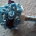 Kék álom selyem csokor, Dekoráció, Esküvő, Dísz, Ünnepi dekoráció, Virágkötés, Kézzel készített, világoskék és bordó szatén rózsákból álló csokor. A csokor szárát szaténszalaggal..., Meska