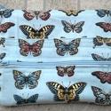 Pillangós neszeszer, Táska, Neszesszer, Pénztárca, tok, tárca, Varrás, Tűzzománc, Kívül-belül zsebes, cipzáras, bélelt neszeszer. Világos kék alapon tarka pillangókkal. Tárcának is ..., Meska