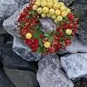 Berkenye és díszalma koszorú, Dekoráció, Otthon, lakberendezés, Dísz, Virágkötés, 20-as szalmakoszorú alapra kötött élő berkenye termés és ragasztott díszalma felhasználása adja a t..., Meska