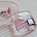 Orchidea rombusz üveg medál és fülbevaló, üvegékszer szett, Ékszer, óra, Medál, Nyaklánc, Ékszerszett, Ékszerkészítés, Üvegművészet, Könnyed, légies medál: áttetsző alapon rózsaszín és fehér felhőkkel, ragyogó, gyűrt felületű, ezüst..., Meska