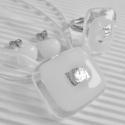 Ezüst-fehér ragyogás üveg medál és fülbevaló, üvegékszer szett, Ékszer, óra, Medál, Nyaklánc, Ékszerszett, Ékszerkészítés, Üvegművészet, Áttetsző keretben, hófehér alapon strukturált felületű ezüst dichroic-kal díszítettem ezt az egyszer..., Meska