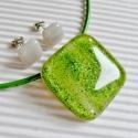 Zöld csillám krémben üveg medál és fülbevaló, üvegékszer szett, Ékszer, óra, Nyaklánc, Medál, Ékszerszett, Ékszerkészítés, Üvegművészet, Szürkés krém színű alapon, aranyos-zöld, fátyolszerű csillámporral díszítettem ezt a gyönyörű, muta..., Meska