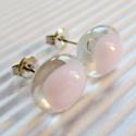 Rózsaszín gyémánt üveg fülbevaló, üvegékszer, Ékszer, óra, Fülbevaló, Ékszerkészítés, Üvegművészet, Áttetsző kristályos alapra púderrózsaszín ékszerüveget olvasztottam. Légies, könnyed, picit ovális ..., Meska