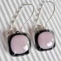 Hamvas rózsaszín üveg lógós fülbevaló, üvegékszer , Ékszer, óra, Ékszerszett, Fülbevaló, Ékszerkészítés, Üvegművészet, Áttetsző hamvas-szürke alapra sápadt rózsaszín üveget olvasztva készítettem a fülbevaló kocka forma..., Meska