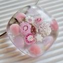 Harmatos rózsakert üveg medál és fülbevaló, üvegékszer, Ékszer, óra, Nyaklánc, Medál, Ékszerkészítés, Üvegművészet, Rózsaszín és fehér millefiori virágocskákból olvasztottam koszorút, köréjük rózsaszín árnyalatokból..., Meska