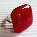 Meggybordó kocka üveg gyűrű, üvegékszer, Ékszer, óra, Ékszerszett, Gyűrű, Ékszerkészítés, Üvegművészet, Sötét, mély meggypiros ékszerüvegből olvasztottam ezt szép, minimal vonalú, kocka gyűrűt. Munkahely..., Meska