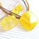 Kankalin üveg medál, gyűrű és lógós fülbevaló, üvegékszer szett, Ékszer, óra, Nyaklánc, Ékszerszett, Gyűrű, Ékszerkészítés, Üvegművészet, Finom, világos bézs-sárga-narancs árnyalatokban pompázó üvegből olvasztottam ezt a mutatós ékszersz..., Meska