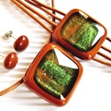 Arany-zöld csillám karamellben üveg medál, fülbevaló és karkötő, üvegékszer szett, Ékszer, óra, Nyaklánc, Ékszerszett, Karkötő, Ékszerkészítés, Üvegművészet, Karamell barna alapot aranyos zöld csillámokkal ragyogó ékszerüveggel díszítve készítettem a medált..., Meska