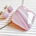Porcukros mályva-rózsaszín üveg medál és fülbevaló, üvegékszer szett, Ékszer, óra, Medál, Nyaklánc, Ékszerszett, Ékszerkészítés, Üvegművészet, Sápadt rózsaszín alapon fehér-mályva rajzolatú ékszerüvegekből olvasztottam a feltűnő, nőies színvi..., Meska