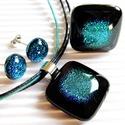 Szirén - tengerzöld üveg medál, gyűrű és fülbevaló, üvegékszer szett, nyaklánc, Ékszer, óra, Ékszerszett, Medál, Nyaklánc, Ékszerkészítés, Üvegművészet, Fekete alapon tengerszín türkiz - zöldes kék dichroic díszítés. Csábítóan szépséges, mint a sziréne..., Meska