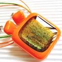 Arany-zöld csillám mandarinban üveg medál és fülbevaló, üvegékszer szett, Ékszer, óra, Medál, Nyaklánc, Ékszerszett, Ékszerkészítés, Üvegművészet, Mandarin ( világos narancs ) színű alapot aranyos zöld csillámokkal ragyogó ékszerüveggel díszített..., Meska