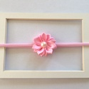 Rózsaszín virágos puha rugalmas hajpánt, fejpánt, Ruha, divat, cipő, Hajbavaló, Hajpánt, Varrás, Mindenmás, Ezt a rózsaszín virágos hajpántot (fejpánt) szatén szalagból készítettem. A virág közepén gomb talá..., Meska