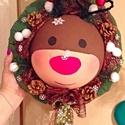Rudolf a rénszarvas kopogtató, Dekoráció, Karácsonyi, adventi apróságok, Ünnepi dekoráció, Karácsonyi dekoráció, Virágkötés, Félgömbre festettem Rudolf arcát drótból pedig agancsot készítettem neki. Pici hópelyheket es toboz..., Meska