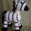 Zebra, Játék, Játékfigura, Saját tervezésű horgolt, kitömött figura, 27 cm magas és 21 cm hosszú.   Személyes átvétel..., Meska