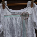 Ruha lányka ruha különleges bársony ruha, Ruha, divat, cipő, Gyerekruha, Gyerek (4-10 év), Rusztikus jelleget ad ennek a kis ruhának az anyaga, mely gyűrt, könnyű, rugalmas bársony. A felső r..., Meska