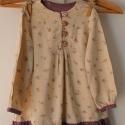 !Ruha virágos könnyű tavaszi ruha/ tunika lila fodorral 104-122 méretig, Ruha, divat, cipő, Gyerekruha, Gyerek (4-10 év), Varrás, Kedves kis bézs ruha apró virágokkal és lila fodorral. Nagyon kellemes,kényelmes viselet,tiszta pamu..., Meska