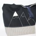 Táska  vászon táska egyedi lenvászon táska, Táska, Válltáska, oldaltáska, A havas hegycsúcsok inspiráltak ennek táskának az elkészítésében. A natúr erős lenvásznat kockás vás..., Meska