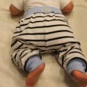 Bébi nadrág pamut játszónadrág kicsi fiúknak, Ruha, divat, cipő, Gyerekruha, Baba (0-1év),   Kényelmes, meleg, csíkos játszó nadrág kicsi fiúknak. Anyaga rugalmas pamut.  Mérete:74  4-5 hónap..., Meska
