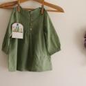 Blúz könnyű géz tunika kislányoknak zöld blúz, Ruha, divat, cipő, Gyerekruha, Gyerek (4-10 év), Már a könnyű őszi estékre gondoltam,amikor ezt a kis tunikát elkészítettem.Zöld különleges bogyós, p..., Meska