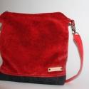 Piros művelúr táska válltáska, Táska, Válltáska, oldaltáska, Igazán feltűnő leszel ezzel a piros  vagány táskával.Szürke filc-szövettel kombináltam. A4 méretű do..., Meska