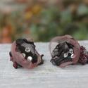 organza virág fülbavaló fekete mályva organza fülbevaló , Ékszer, óra, Fülbevaló, Különleges apró organza virág fülbevaló swarovski kristállyal díszítve. Szép karácsonyi ajándék lehe..., Meska