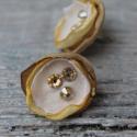 organza virág fülbavaló arany sárga selyem virág fülbevaló , Ékszer, óra, Fülbevaló, Különleges apró organza-selyem virág fülbevaló swarovski kristállyal díszítve. Szép karácsonyi ajánd..., Meska