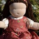 Waldorf babalány virágos ruhában, Képzőművészet, Játék, Textil, Baba, babaház, Baba-és bábkészítés, Varrás, Waldorf babalány virágos ruhában.  Magassága kb. 40 cm.  Teste natúr színű, kiváló minőségű, ÖKOTEX..., Meska