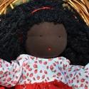 Fekete bőrű, piros ruhás waldorf babalány, Képzőművészet, Játék, Textil, Baba, babaház, Baba-és bábkészítés, Varrás, Sötét bőrű babalány, waldorf technikával készült.  Magassága kb. 40 cm.  Teste sötétbarna színű, ki..., Meska