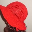 Meggypiros női kalap, Ruha, divat, cipő, Női ruha, Horgolás, Gyönyörű meggypiros buklé fonalból  horgoltam ezt a szellős kalapot. Jól véd a napsütéstől, de mégs..., Meska