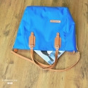 Fame kék  bőr/ textil táska, Táska, Válltáska, oldaltáska, Bőrművesség, Ez a táska vízálló táskaanyagból készült, külseje vászon és marhabőr. A vászon elég erős , a bőr 2 ..., Meska