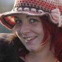 horgolt női kalap, Ruha, divat, cipő, Kendő, sál, sapka, kesztyű, Sapka, Horgolás, Kézzel horgolt őszi-tavaszi női kalap, különböző színű és fajtájú kézimunka fonalakból, szalaggal v..., Meska