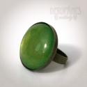 Rózsabogár szett - gyűrű és fülbevaló, Ékszer, óra, Gyűrű, Ékszerszett, Fülbevaló, Ékszerkészítés, A gyűrű és a fülbevaló üveglencséjét metálzöldre festettem és bronz színű alapra rögzítettem.  A kí..., Meska