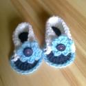 Kék - fehér horgolt kocsicipő - szandál, Baba-mama-gyerek, Ruha, divat, cipő, Baba-mama kellék, Cipő, papucs, Horgolás, Kézzel horgolt baba szandál gombbal díszítve kisbabák részére.  A melegebb napokon könnyebb viselet,..., Meska