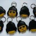 Lego rendőr bőr kulcstartók, Mindenmás, Férfiaknak, Kulcstartó, Bőrművesség,  Kézzel varrott, szabott bőr Lego rendőr fej kulcstartók. Limitált szériás, sorszámozott; a készlet ..., Meska