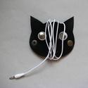 Fekete macska fülhallgató, töltő, tartó bőr kábelrendező, Táska, Mindenmás, Otthon, lakberendezés, Laptoptáska, Bőrművesség, Napjainkban mindenki használ műszaki kütyüket; ki többet, ki kevesebbet. Akár usb csatlakozó, lapto..., Meska