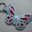 Nyári pillangó varázs b?r kulcstartók többféle színösszeállításban, Mindenmás, Kulcstartó, B?rm?vesség,  Kézzel varrott, szabott b?r pillangó kulcstartók.  A pillangók méretei:   - 5-7 cm széles és 5 cm ..., Meska