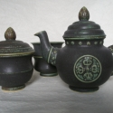 Tibeti kétszemélyes teáskészlet, Konyhafelszerelés, Otthon, lakberendezés, Bögre, csésze, Kancsó , Kerámia, Antikolt hatású porcelán készlet, mely egy teáskannából (5.2dl), egy cukortartóból (2dl), két csész..., Meska